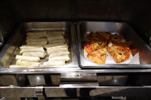 Hot food in the Araliya Lounge