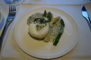 Asparagus with poached egg in truffle sauce