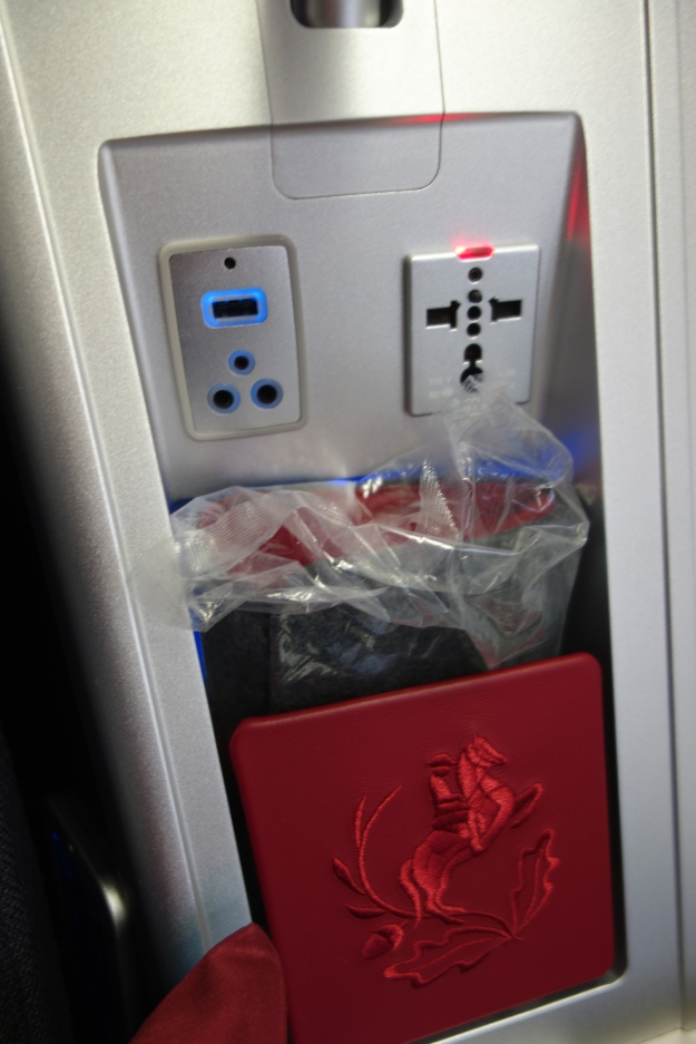 In-flight power and amenity kit