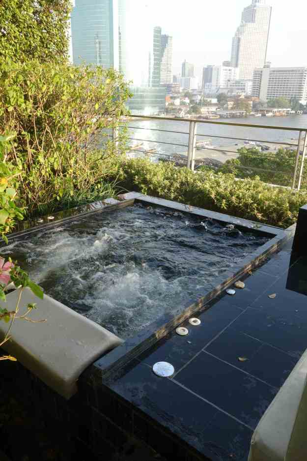 Fresh water jacuzzi